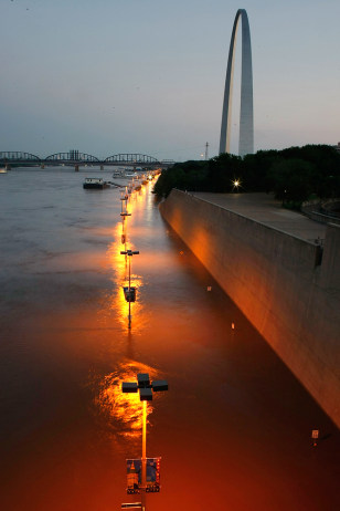 Image: Flooding Mississippi River at St. Louis