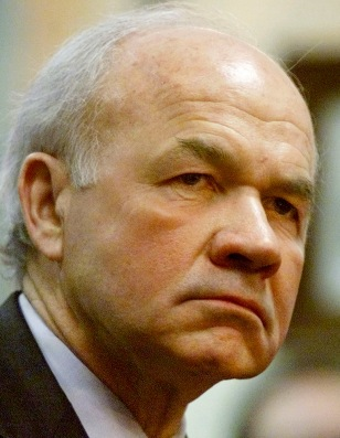 FORMER ENRON CEO KENNETH LAY WAITS AT HEARING ON CAPITOL HILL
