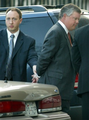FORMER ENRON CHIEF ACCOUNTANT CAUSEY SURRENDERS TO FBI IN HOUSTON