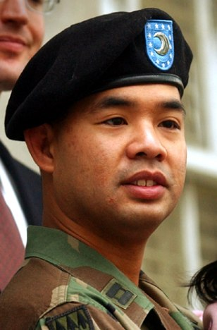 Image: Army Capt. James Yee