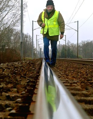 FRENCH RAIL EMPLOYEE LOOKS FOR BOMBS