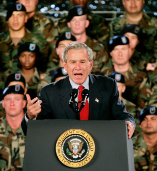 US PRESIDENT BUSH SPEAKS TO US MILITARY PERSONNEL AT FT LEWIS