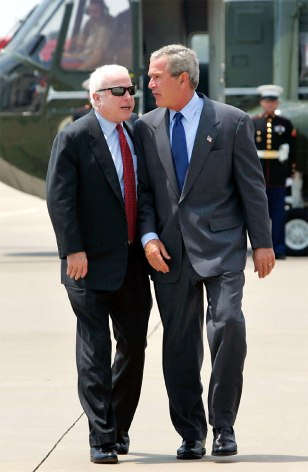 Bush and McCain walk together toward Air Force one
