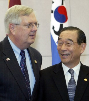 Image: South Korean and U.S. delegate meet.