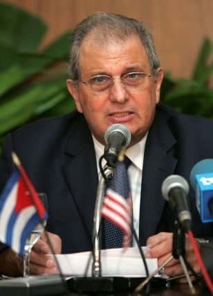 Cuban head of Alimport Alvarez addresses media at press conference