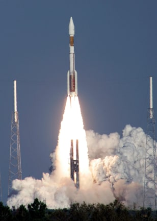Atals 5 rocket lifts off from Cape Canaveral