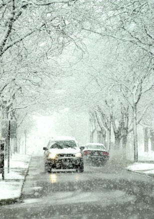 Image: Drivers in snowstorm