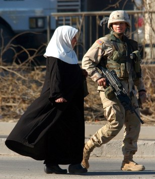 FEMALE U.S. SOLDIER IN IRAQ