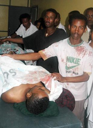 IMAGE: ETHIOPIAN STUDENTS GATHER AROUND BODY
