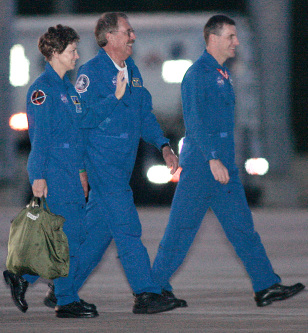 Shuttle commander Eileen Collins walks to training aircraft
