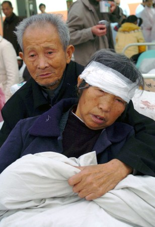Image: Earthquake victims