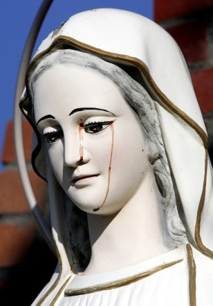 Image: 'Crying' Virgin Mary statue