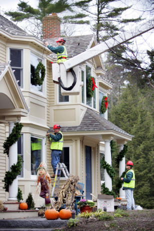 Image: Hired holiday decorators