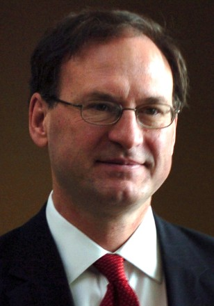US Supreme Court nominee Alito leaves after meeting Senator Specter in Washington