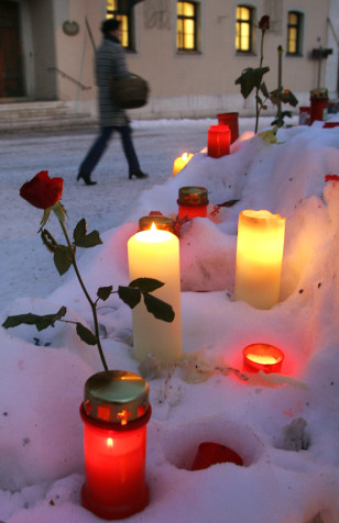 Candles and flowers are placed in front of the town hall of Bad Reichenhall