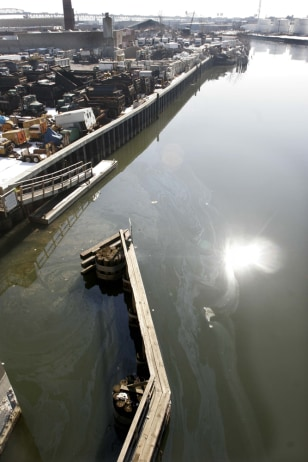 IMAGE: OIL SHEEN ON BROOKLYN RIVER
