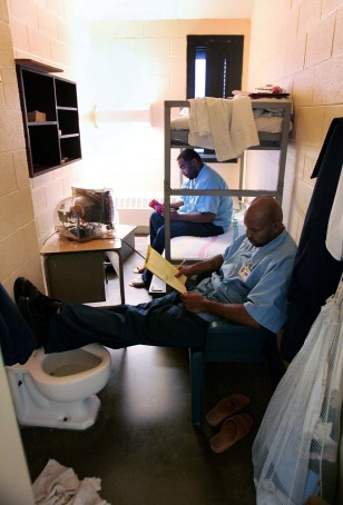 Image: Illinois prison inmates