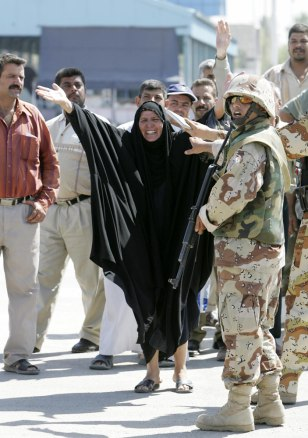 Image: Iraqis released from prison