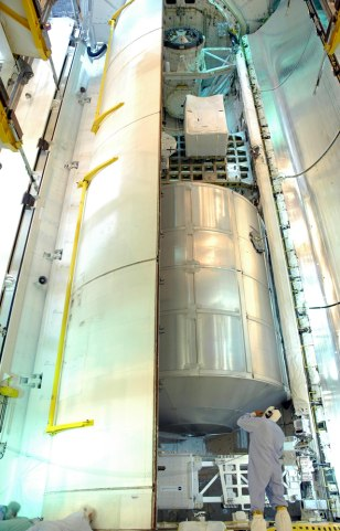 Image: Closing payload bay doors