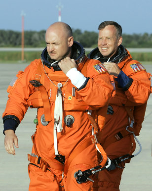 Image: Mark Kelly, Steven Lindsey, STS-121