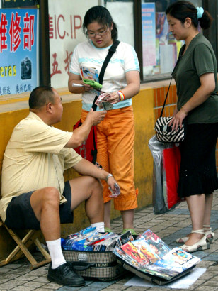 Image: Selling pirated DVDs in China