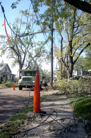 IMAGE: UTILITY CREWS IN BUFFALO