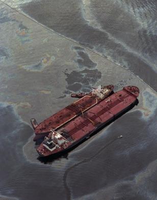 Image: Valdez spill