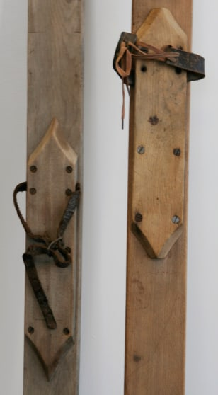 Image: Antique skis