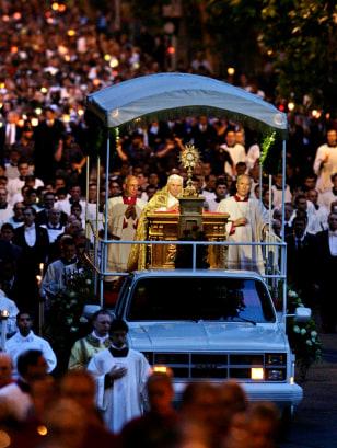 IMAGE: Pope Benedict XVI in truck