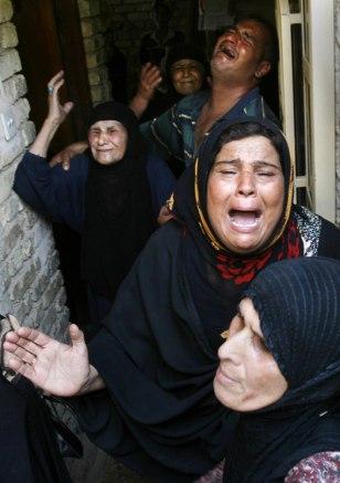 Image: Family mourning