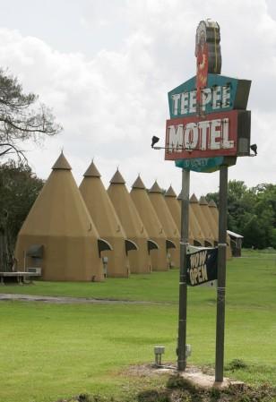 Image: Tee Pee Motel