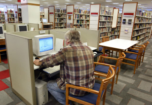 Image: Internet access at library
