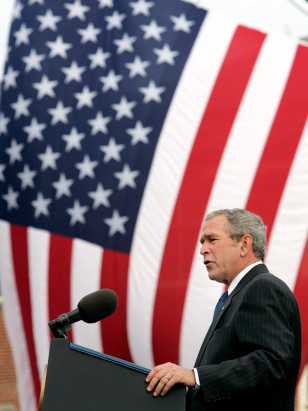Image: Bush speaks at memorial service