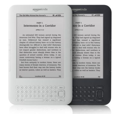 Image: Two third-gen Amazon Kindles, in white and graphite