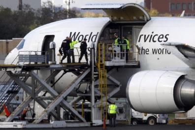 Image: Cargo plane in Philadelphia