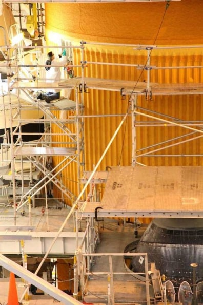 Image: Discovery's external fuel tank examined
