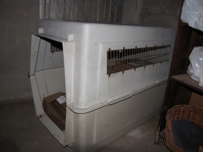 Image: A dog crate alleged to have been used by Kathlyn Anthony