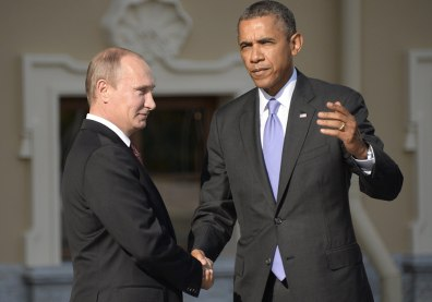 Image: Russian President Vladimir Putin welcomes President Barack Obama at the start of the G-20