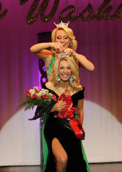 Image: Brittney Henry receives the crown for Miss Washington on July 2, 2011