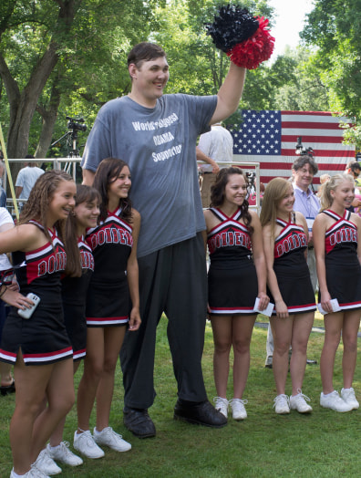 Image: Igor Vovkovinskiy with cheerleaders
