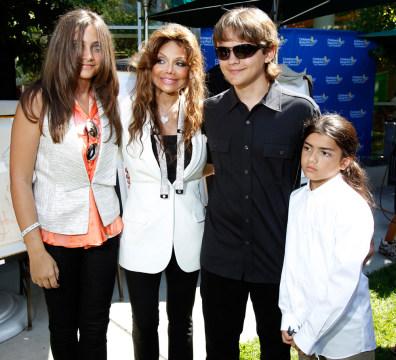 Image: Paris-Michael Katherine Jackson, LaToya Jackson, Prince Michael JosephJackson, Prince Michael Jackson II