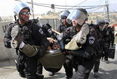 Image: Israeli forces arrest Palestinian youth in East Jerusalem