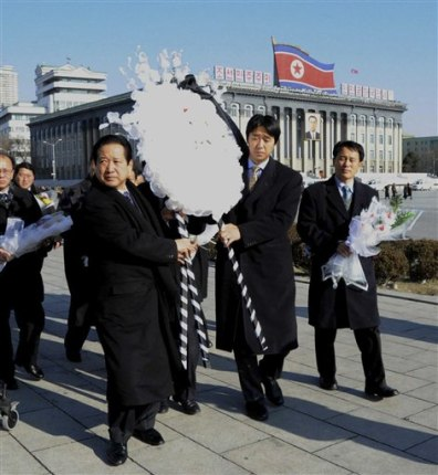 Image: Moon Hyung-jin carries wreath