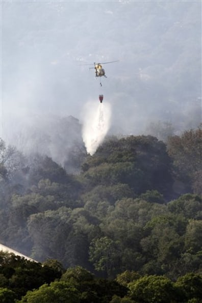 Image: Helicopter battles Texas wildfire