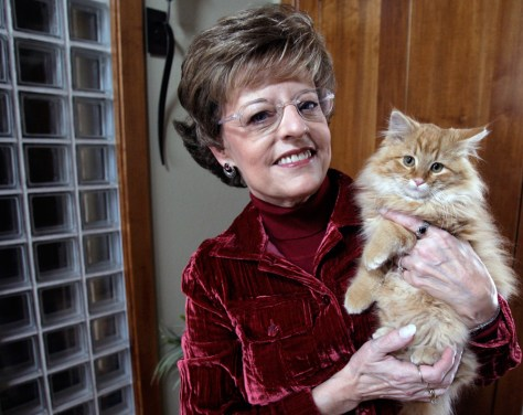 Image: Vicki Myron and her cat Page