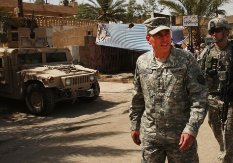 Image: General Petraeus Visits JSS Army Outpost