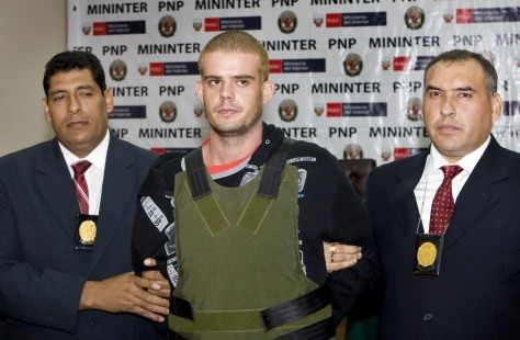 Image: Joran van der Sloot, center, with Peruvian police