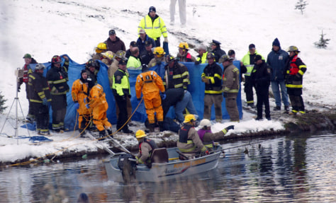 Image: Rescue workers at the accident scene