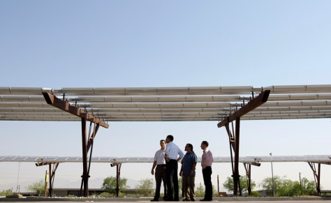 Image: Barack Obama at solar power site