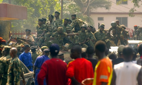 Image: Guinean soldiers patrol the streets of Conakry